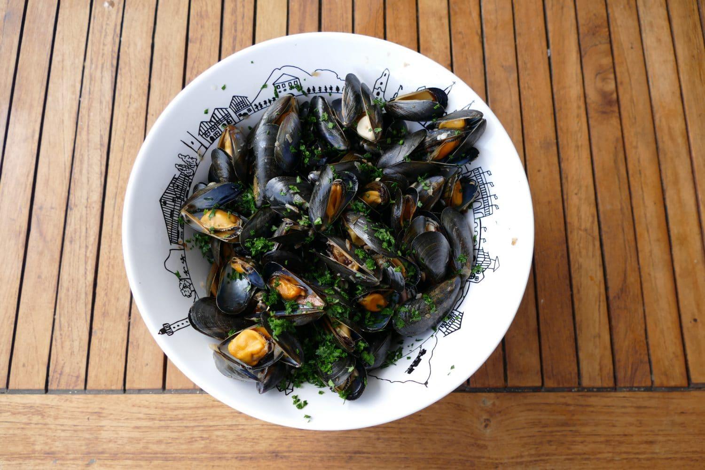 recette-moules-a-la-plancha-et-ses-chips-de-legumes-pays ...